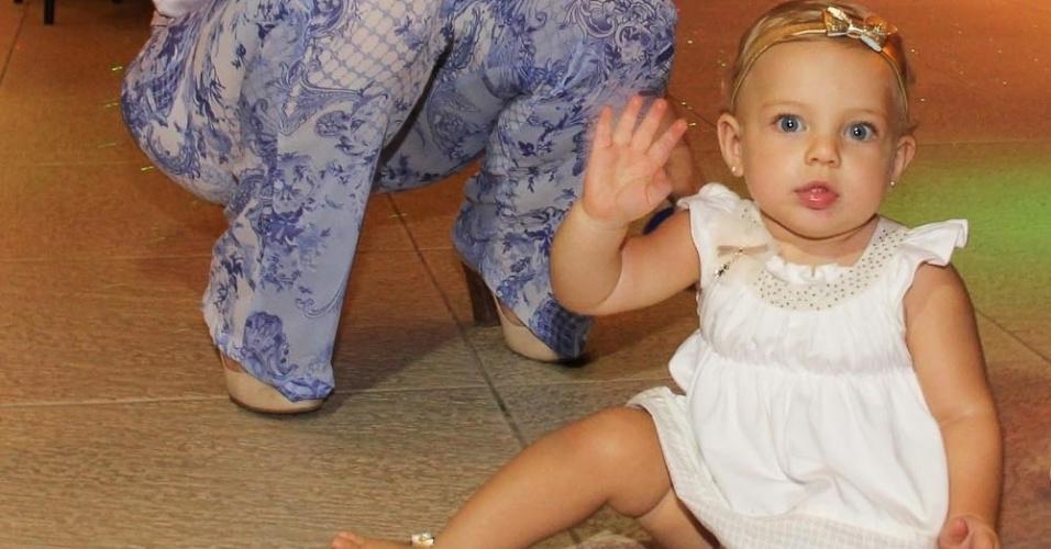 21.fev.2014 - Brenda, filha de Sheila Mello, diverte no aniversário de Záion, filho de Mari Alexandre e com Fábio Jr., em São Paulo