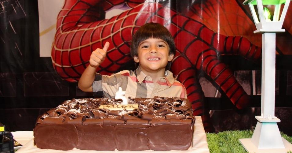 21.fev.2014 - Záion, filho de Mari alexandre e Fábio Jr. completa cinco anos. O menino posa para os fotógrafos