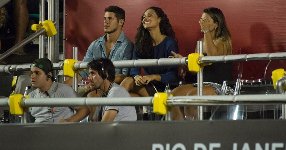 22.fev.2014- José Loreto e Débora Nascimento marcaram presença no Rio Open e viram alguns dos principais nomes do tênis mundial no Jockey Club, no  Rio
