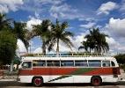 Grupo teatral formado por oito irmãos roda o país em ônibus