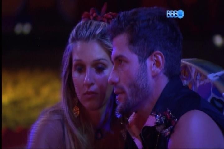 23.fev.2014 - Tatiele está chateada porque acha que vai para o paredão com Roni e Marcelo.