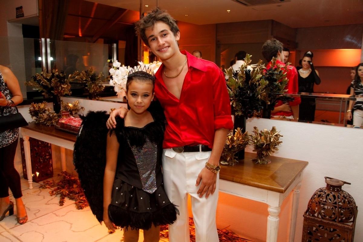 24.fev.2014 - Amanda Furtado prestigiou o aniversário de 13 anos de Filipe Bragança, ator de