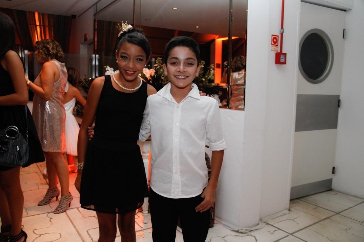 24.fev.2014 - Any Gabrielly e Yudchi Taniguti prestigiaram o aniversário de 13 anos de Filipe Bragança, ator de