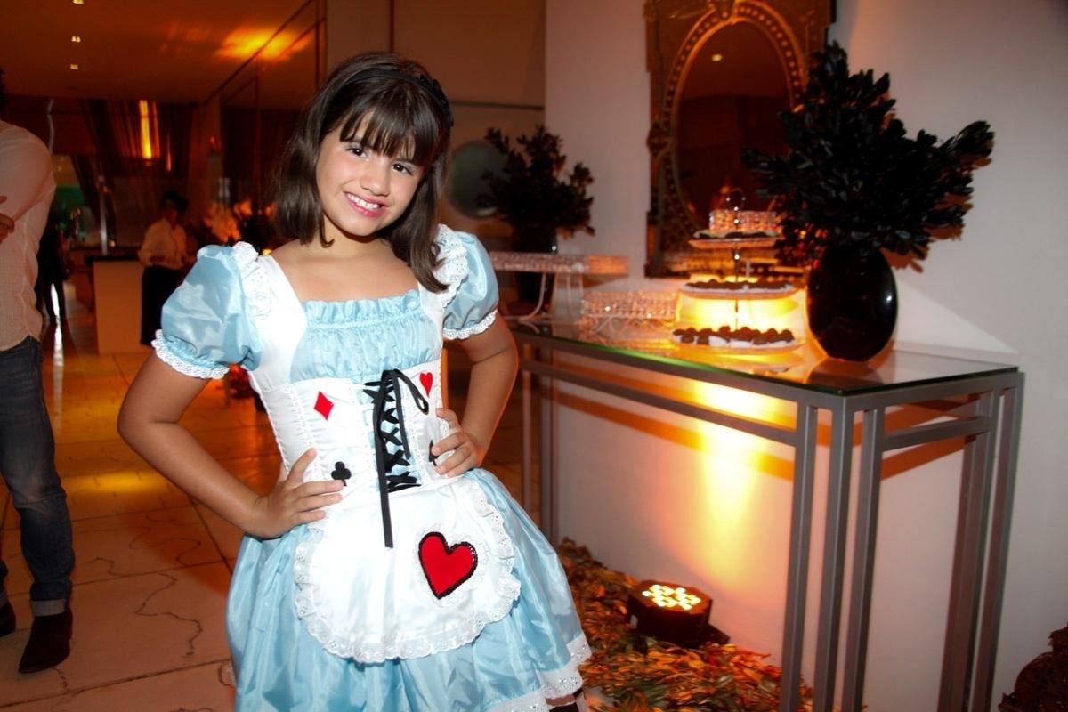 24.fev.2014 - Carolina Chamberlain prestigiou o aniversário de 13 anos de Filipe Bragança, ator de