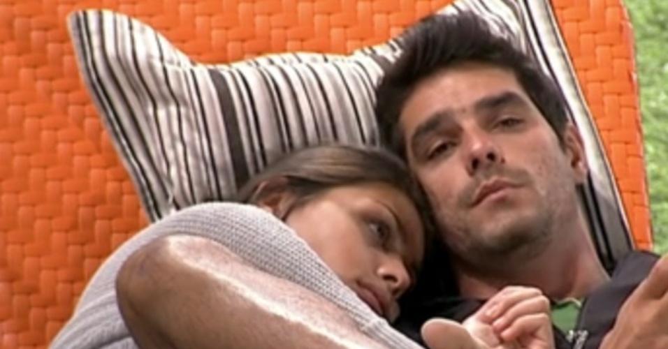 24.fev.2014 - Em conversa com Franciele, Diego dispara contra Aline: