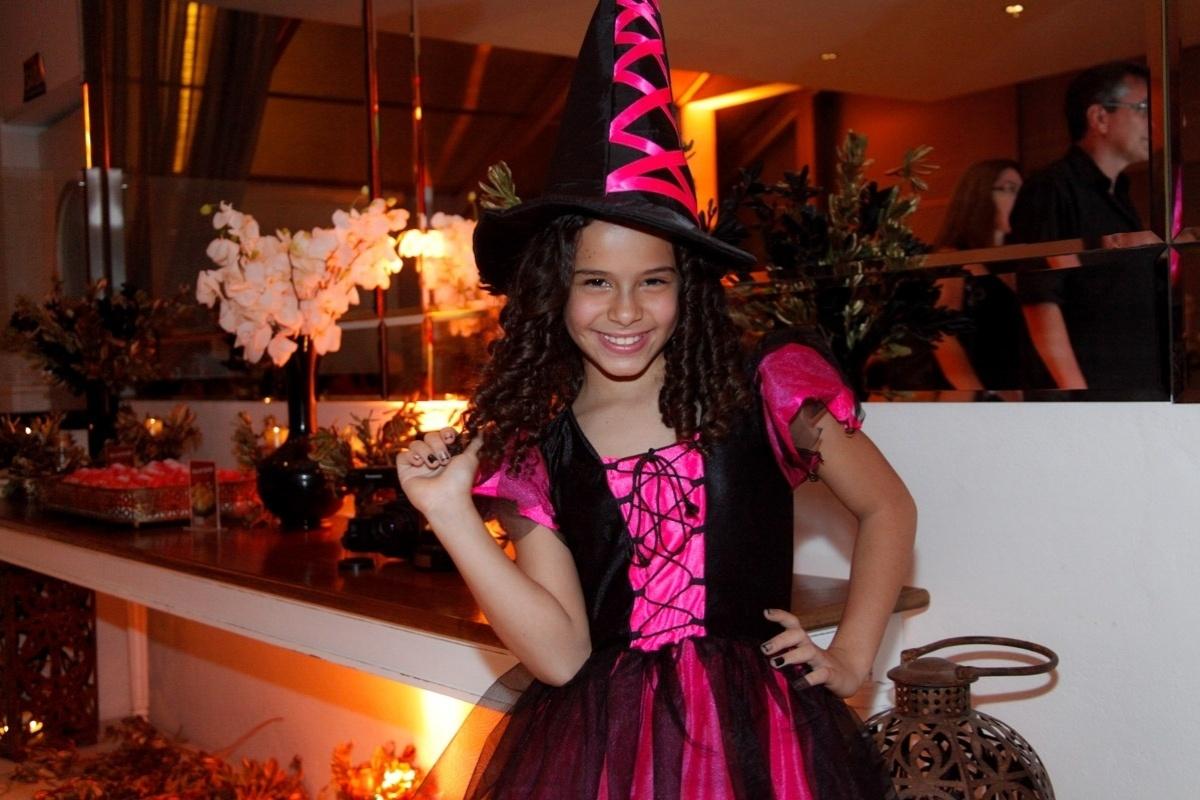 24.fev.2014 - Gabriella Saraivah prestigiou o aniversário de 13 anos de Filipe Bragança, ator de