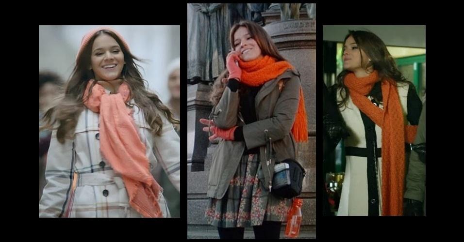 O laranja é a cor mais presente no figurino de Luiza (Bruna Marquezine) e aparece desde suas primeiras aparições, enquanto viajava por Viena e usava roupas de frio