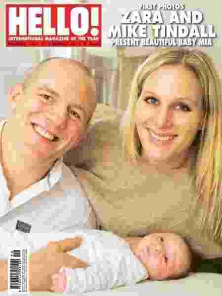 """Zara e Mike Tindall posam com a filha Mia na capa da revista """"Hello!"""", em 2014 - Reprodução/Hello!"""