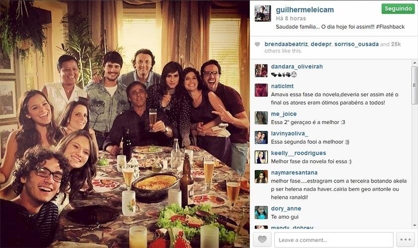 25.fev.2014 - Guilherme Leicam posa com Bruna Marquezine, Oscar Magrini, Nelson Baskervile e outros atores da segunda fase de