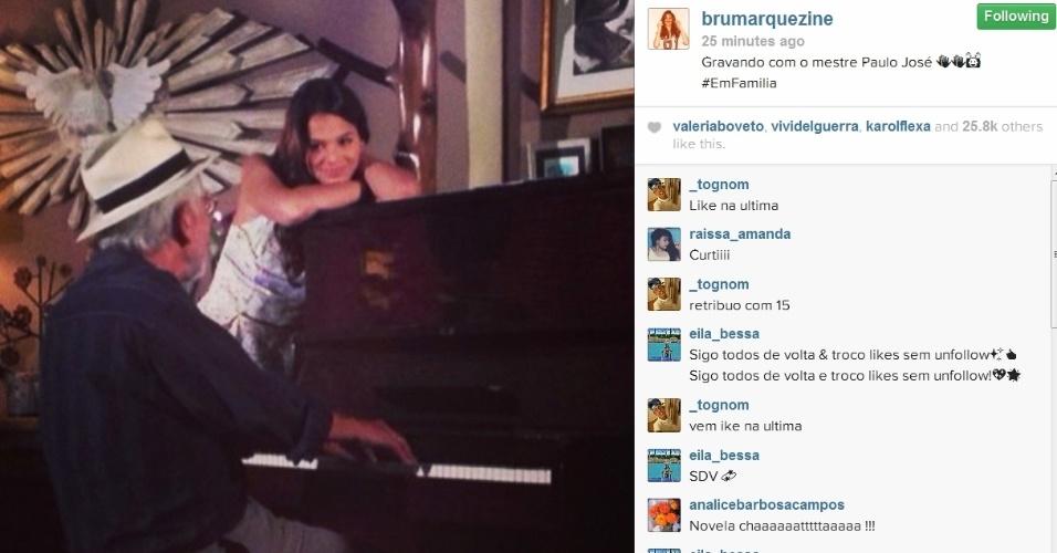 """25.fev.2014- Bruna Marquezine publica foto de gravação da novela. """"Gravando com o mestre Paulo José"""", escreveu a atriz no Instagram"""