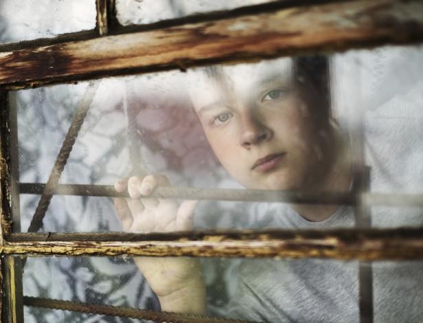 Quando a criança faz de tudo para não ficar em casa, ela pode estar sofrendo alguma violência - Getty Images