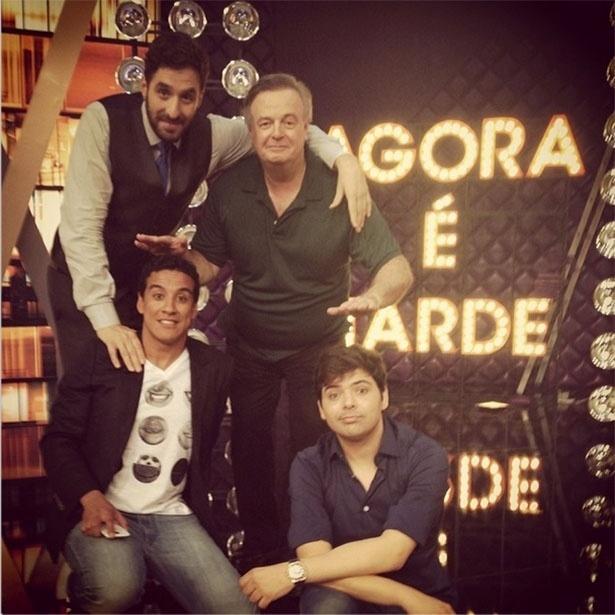 Rafinha Bastos, Marcelo Mansfield, Marcão e Gustavo Mendes posam no novo cenário do