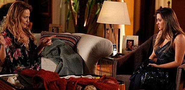 Cena mostra quando Shirley chega de viagem e traz um vestido GG para Bárbara de presente - Pedro Curi / TV Globo