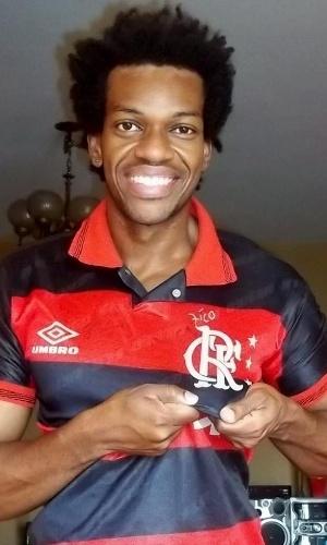 """Em seu Facebook, o ator Vinícius Romão, que atuou em """"Lado a Lado"""", mostra sua paixão pelo Flamengo"""