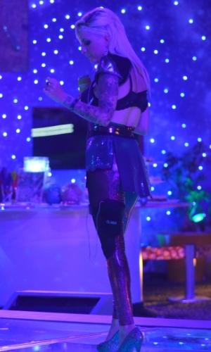 08.fev.2014 - Clara na Festa Metal