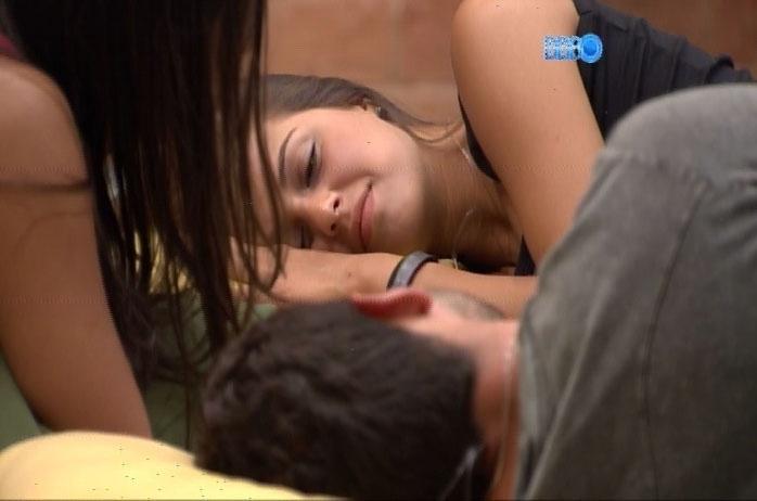 26.fev.2014 - Angela diz que não irá beijar Marcelo para o povo apaludir