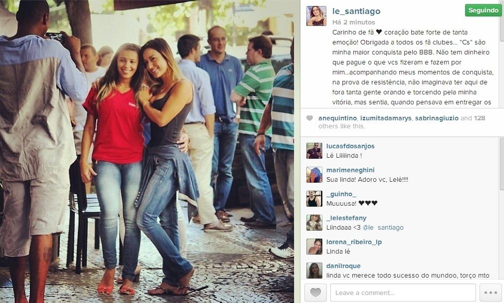 26.fev.2014 - Após almoço com Junior, Letícia posta foto ao lado de fã e agradece o carinho
