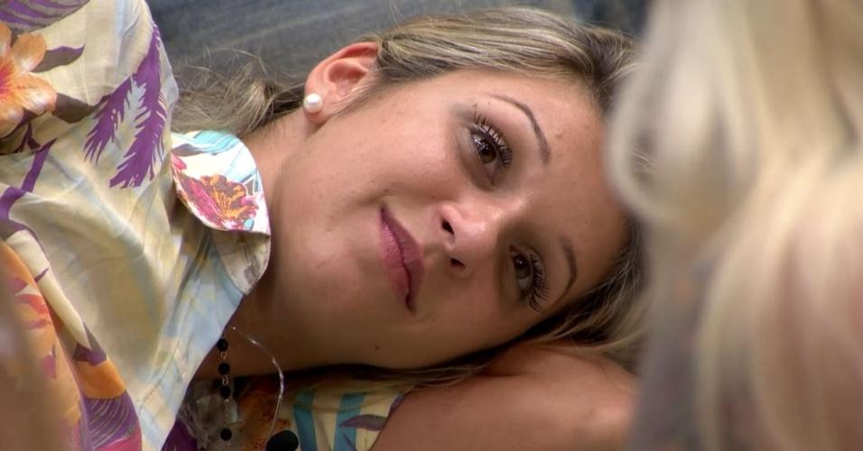 26.fev.2014 - Tatiele é consolada por outras confinadas