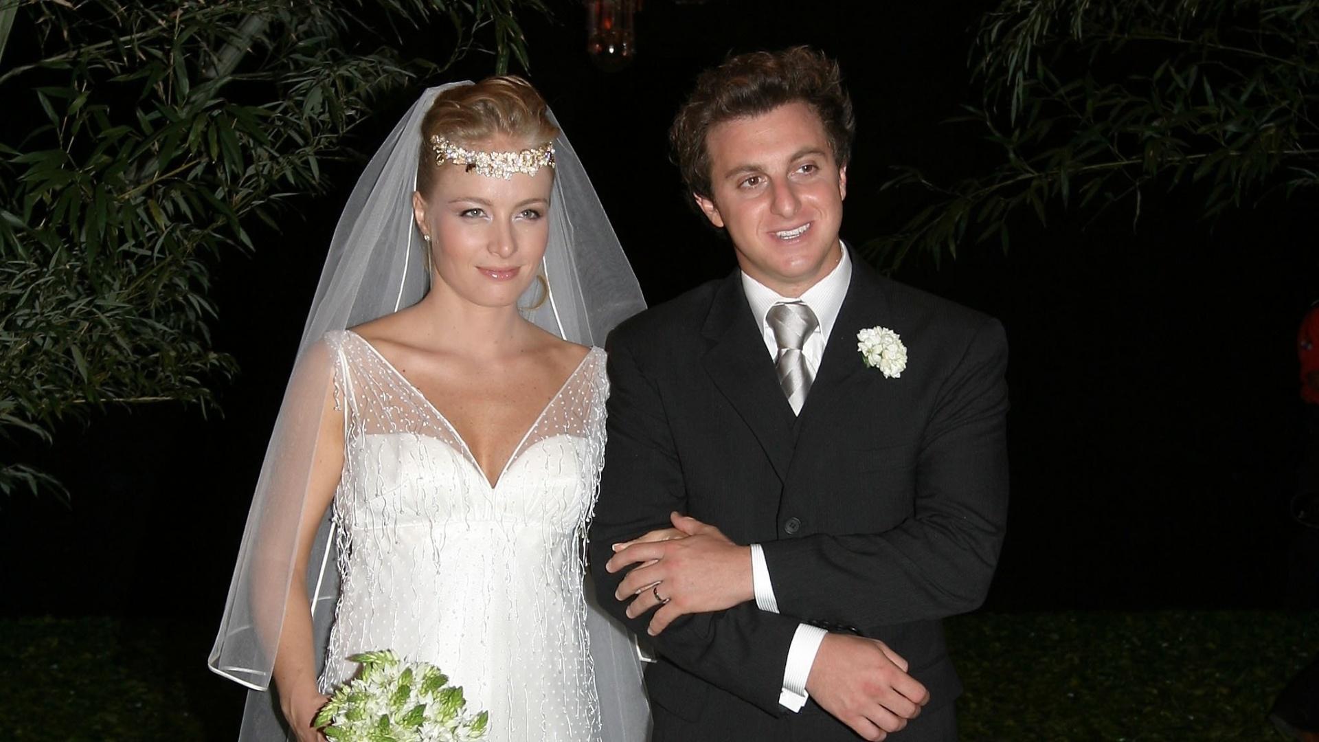 31.out.2004 - Angélica e Luciano Huck se casam na Marina da Glória, no Rio de Janeiro