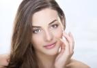 Produtos leves ajudam a driblar a oleosidade da pele no verão - Thinkstock