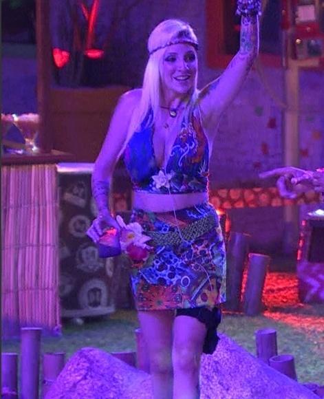 19.fev.2014 - A stripper Clara na Festa Brou