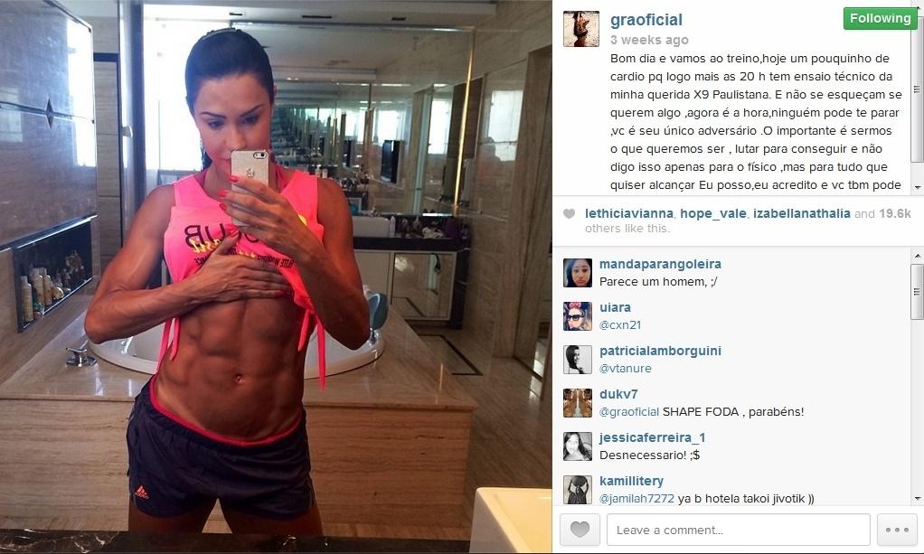1º.fev.2014 - Gracyanne Barbosa mostra o tanquinho