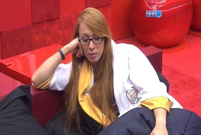 27.fev.2014 - Aline cita nome de refrigerante concorrente a patrocinador do programa e Globo corta áudio e sinal de pay-per-view.