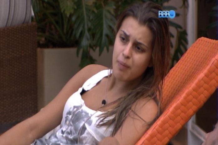 27.fev.2014 - Angela detona Aline e diz que sister cobra muito a amizade dentro da casa