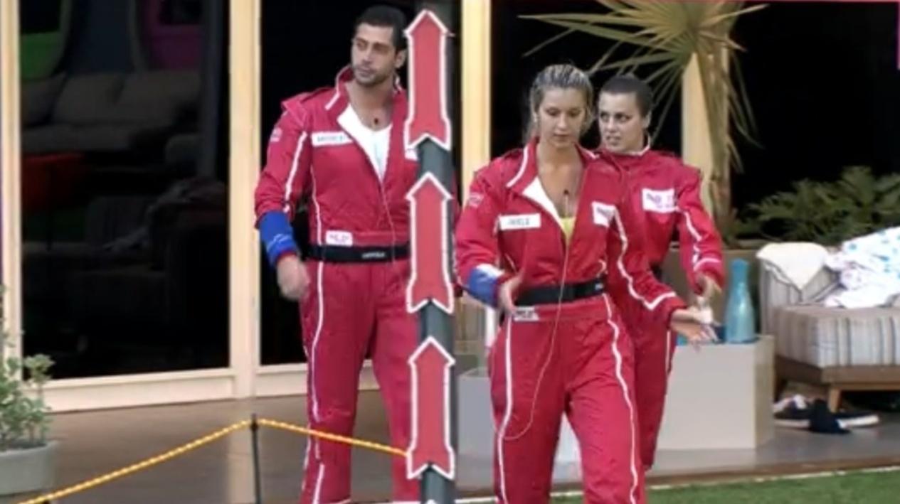 27.fev.2014 - Marcelo, Tatiele e Angela deixam a casa para realização da prova do líder