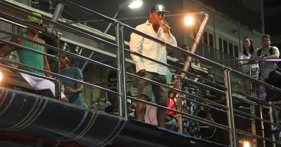 """27.fev.2014 - O grupo de axé Psirico, do hit """"Lepo Lepo"""", abriu o circuito Osmar do Carnaval de Campo Grande, em Salvador"""