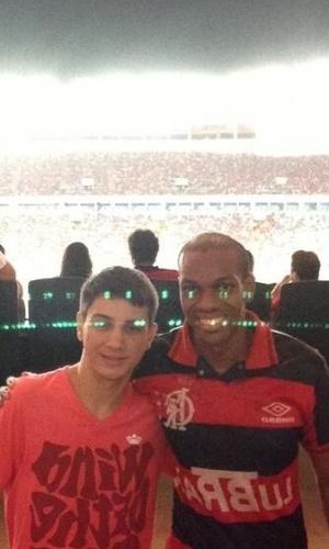 27.fev.2014 - O Twitter oficial do Flamengo postou fotos de Vinícius Romão no Maracanã. Horas depois de ser solto, ele acompanhou de perto o jogo do Flamengo contra o Emelec, pela Taça Libertadores