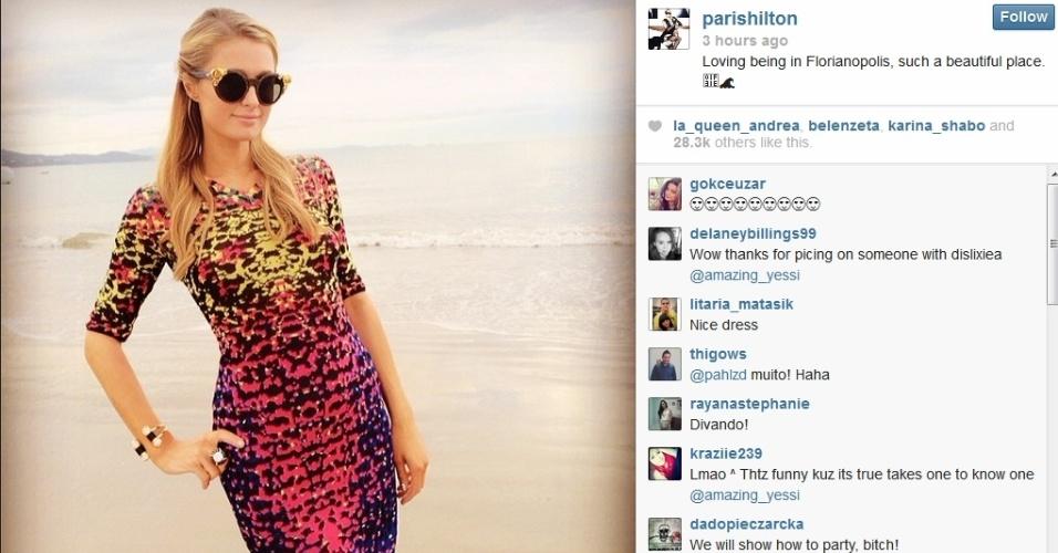 27.fev.2014 - Paris Hilton publica foto em praia de Florianópolis.