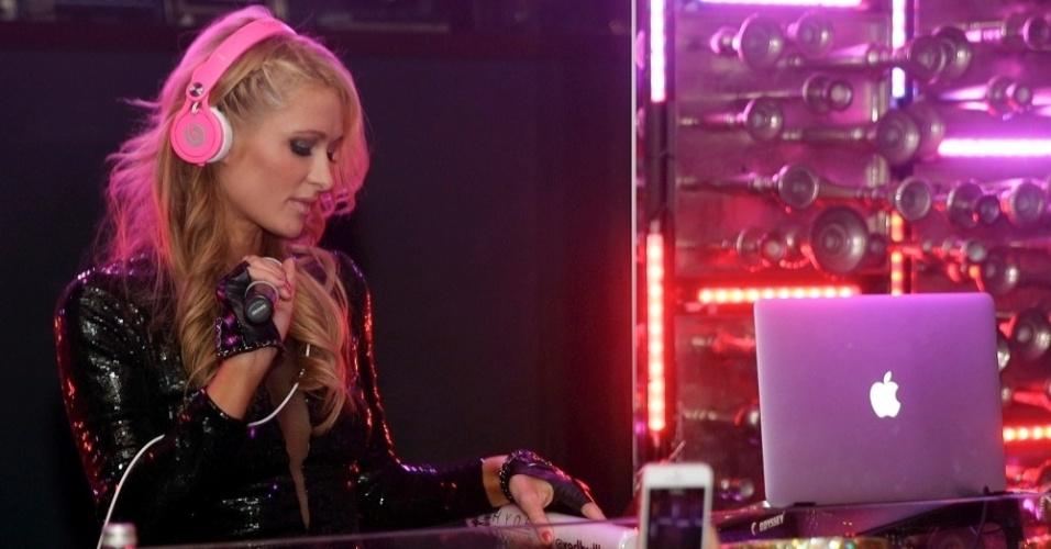 Durante uma conversa com o TMZ, Paris Hilton disse que acredita ser uma das cinco DJs mais bem pagas do mundo