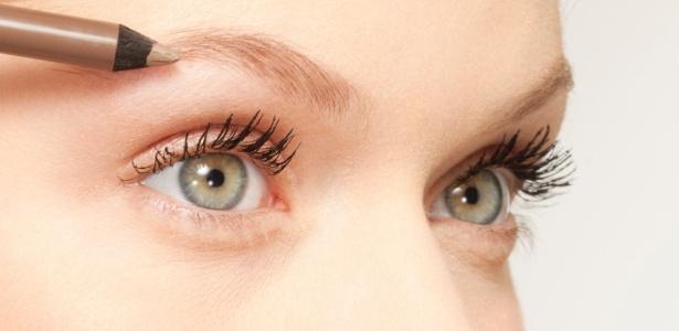 Ao corrigir falhas nas sobrancelhas, escolha um produto com tom o mais próximo possível da cor natural dos fios - Thinkstock