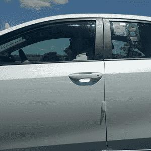 Novo Toyota Corolla circula pela rodovia Castello Branco (SP) e exibe selo do Conpet, mostrando nota A em sua categoria - Sandro Lugão/UOL