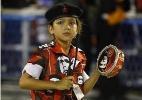 Fanáticas por Carnaval, meninas fazem torcida por escolas mirins do RJ