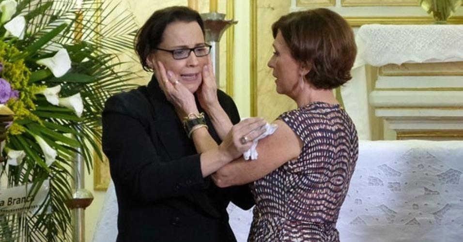 01.marc.2014 - Irmãs se emocionam na reconciliação