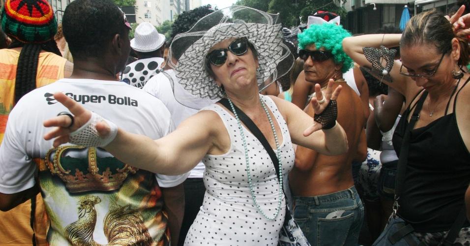 1.mar.2014 - Foliã se diverte no bloco Cordão da Bola Preta, no centro do Rio de Janeiro
