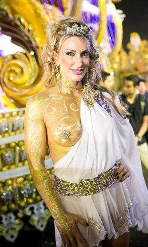 1º.mar.2014 - Integrante da Pérola Negra com pintura corporal e túnica grega
