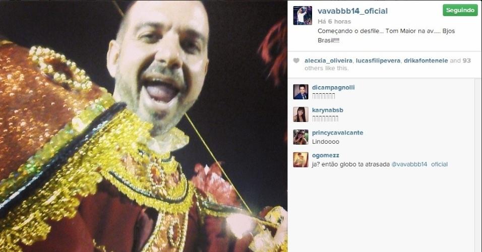 1.mar.2014 - Vagner posta foto no desfile da Tom Maior, no Carnaval de SP