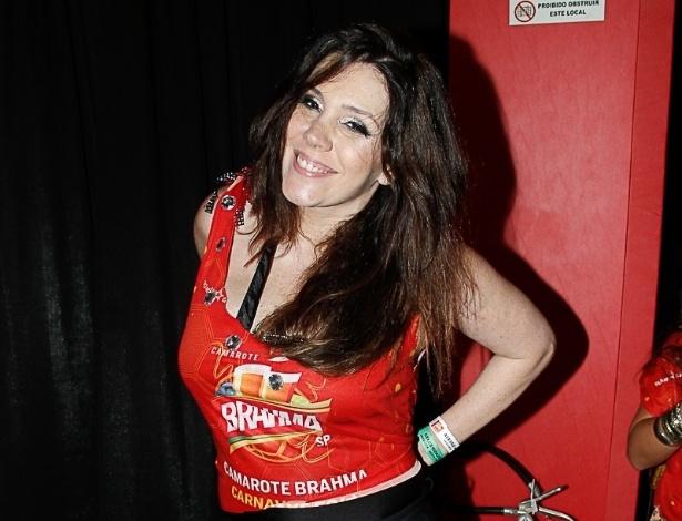 28.fev.2014 - A cantora Simony no camarote Brahma durante o primeiro dia dos desfiles da capital paulista
