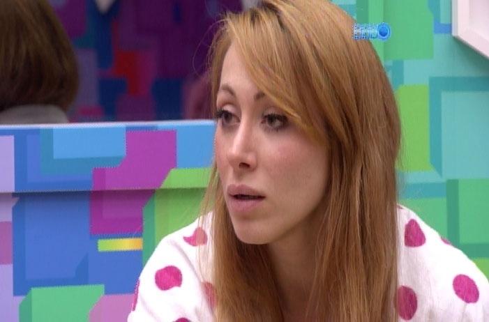 2.mar.2014 - Em conversa com Franciele, Aline tenta justificar o voto polêmico em Angela