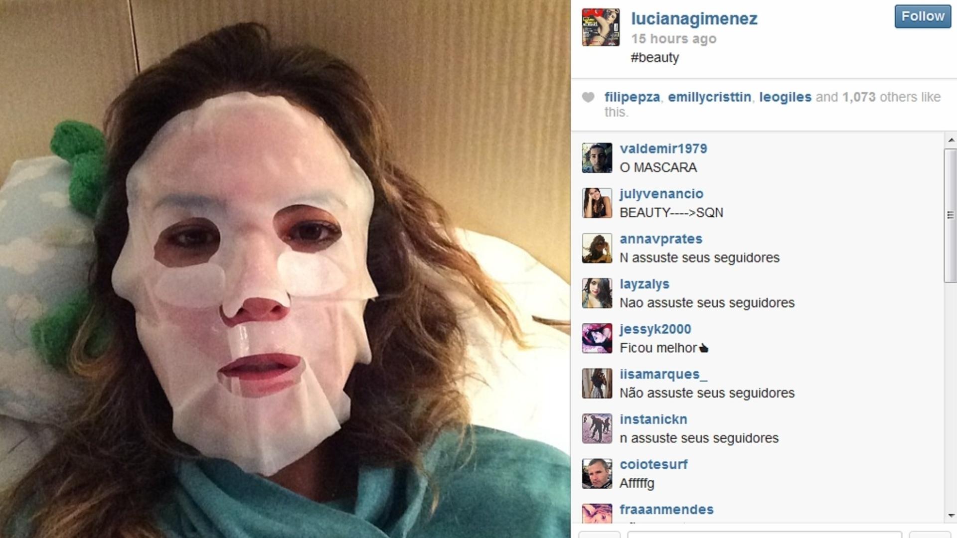 02.mar.2014 - Luciana Gimenez assusta internautas com máscara de beleza. A apresentadora, que está de férias em Hong Kong, compartilhou uma foto usando o acessório antes de dormir, na noite deste sábado (1), e virou alvo de piadas entre os seus seguidores no Instagram. Vários internautas disseram ter levado susto com a imagem de Luciana