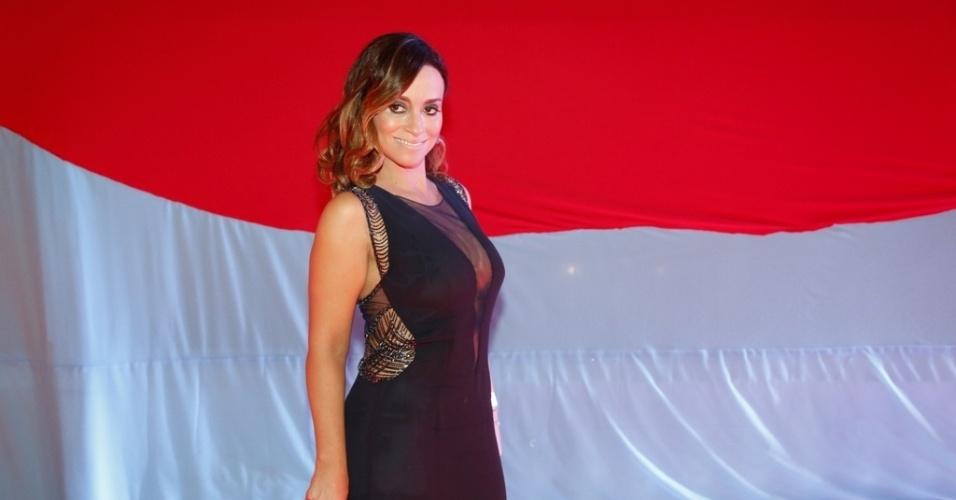 1º.mar.2014 - Suzana Pires curte baile de Carnaval no Copacabana Palace