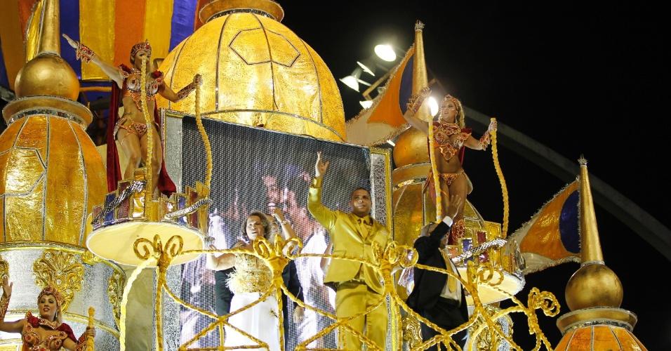2.mar.2014 - A Gaviões da Fiel, segunda escola a desfilar neste sábado (1º) no Anhembi