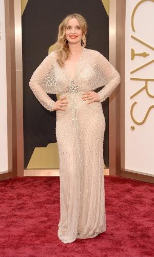 2.mar.2014 - A atriz Julie Delpy é fotografada ao chegar à 86ª edição do Oscar