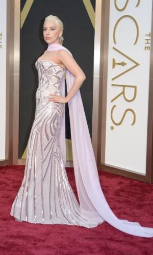 2.mar.2014 - A cantora Lady Gaga chega ao Oscar 2014