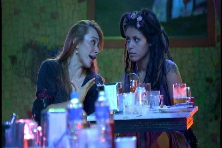 2.mar.2014 - Aline acredita que Franciele e Diego não vão para o paredão juntos. A modelo acha que é o alvo da líder, Tatiele