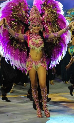 2.mar.2014 - Aline Oliveira, a rainha da bateria da Mocidade Alegre