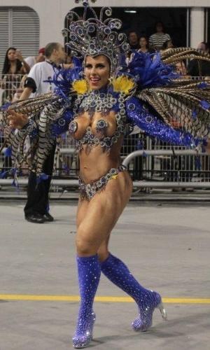 2.mar.2014 - Ana Paula Minerato desfila pela Gaviões da Fiel